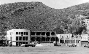 Rebuilding of the old hotel at the Montagu Mineral Bath after the flood, July 1985